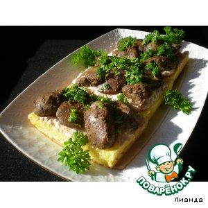 Рецепт: Сырные бутерброды с соусом и куриной печенью