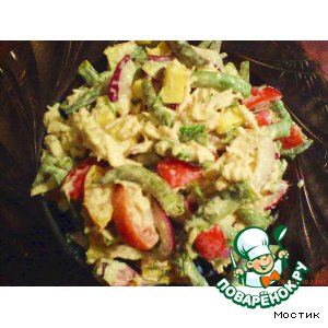 Рецепт: Салат с курицей и стручковой фасолью