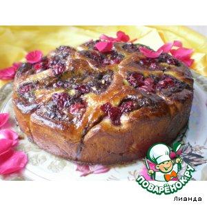 Рецепт: Дрожжевой пирог с шоколадным кремом, вишней и орехами