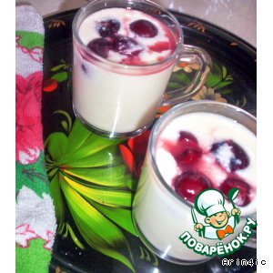 Milk pudding with berries