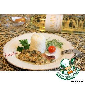 Рецепт: Рыба в йогуртово-сметанном соусе с зеленью
