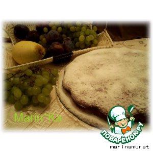 Рецепт: Имбирно-коричный пирог с виноградным соусом