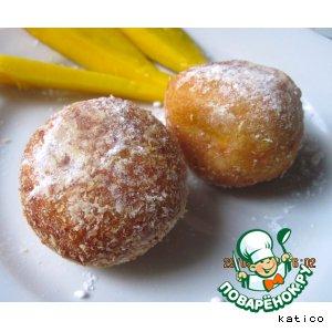 Рецепт: Творожно-тыквенные пончики с яблоком и манго
