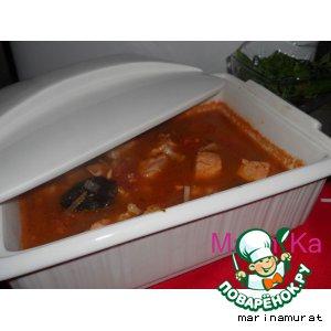 Рецепт: Семга с черносливом в томатном соусе