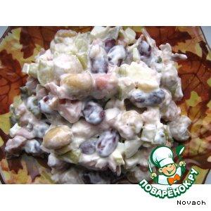 Рецепт: Салат из курицы с фасолью