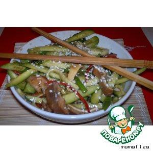 Рецепт: Хрустящий салат из свиных ушей