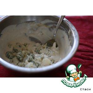Рецепт: Соус из сыра с плесенью для свекольного салата