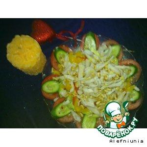 Рецепт: Салат из авокадо с кальмарами и маринованным перцем