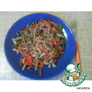 Рецепт: Гречневая лапша с курицей и овощами