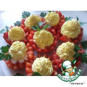 Рецепт: Помидоры с сырно-яичной начинкой