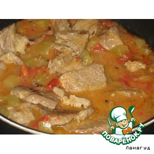 Рецепт: Свинина с кабачками и помидорами в соусе