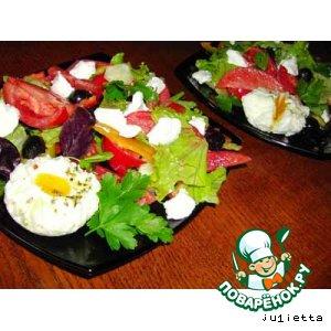 """Рецепт: Салат """"Греческий"""" с яйцами-пашот"""