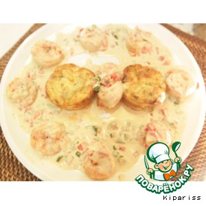 Shrimp in a creamy sauce and gratin of zucchini
