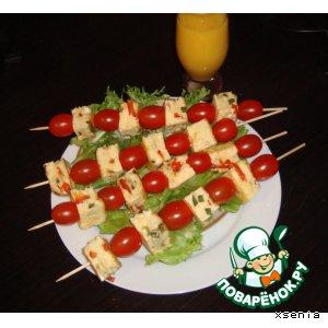 Рецепт: Омлет с сыром и перцем на шпажках