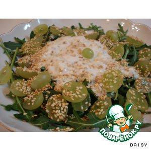 Рецепт: Салат с голубым сыром и виноградом