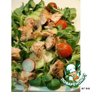 Рецепт: Салат с запеченным лососем и маринованными помидорами