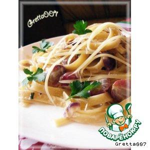 Рецепт: Паста с сырным соусом и красным виноградом