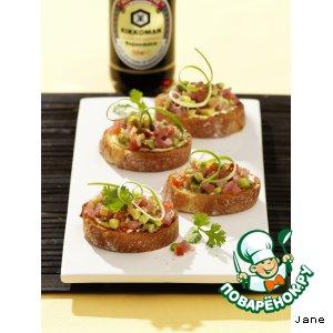 Рецепт: Брушетта с тартаром из тунца и авокадо