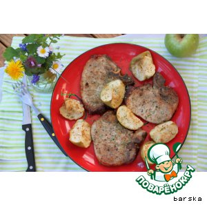 Рецепт: Свиные котлеты с яблочками в коньячно-горчичном соусе