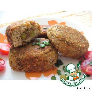 Рецепт: Гречневые зразы с начинкой из грибов и зеленого горошка