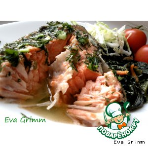 Salmon on spinach pillow with yogurt