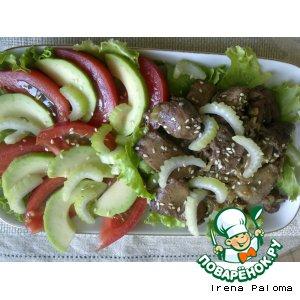 Рецепт Теплый салат с куриной печенью и свежими овощами