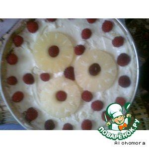 Рецепт: Бисквитный торт с ананасом и малиной