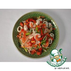 Рецепт: Тайский салат из морепродуктов Ям Тале