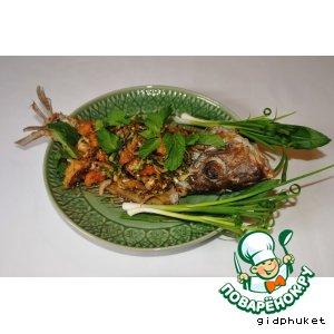 Рецепт: Тайский острый салат из рыбы Лааб Пла