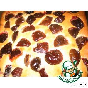 Рецепт: Бисквитный пирог со сливами