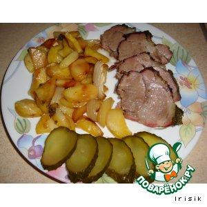 Рецепт: Свинина, запеченная с картофелем и луком