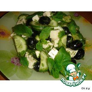 Рецепт: Салат с брынзой и огурцами