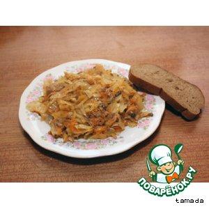 Рецепт: Тушеная капуста с рыбкой