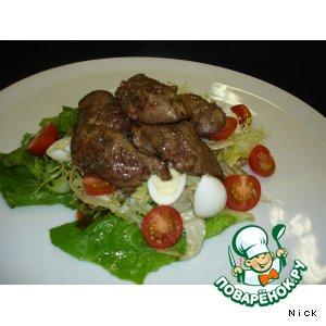 Рецепт: Салат с куриной печенью, заправленный кисло-сладким соусом
