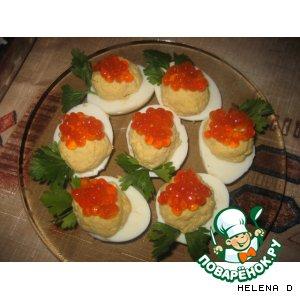 Яйца, фаршированные красной икрой и сыром – кулинарный рецепт