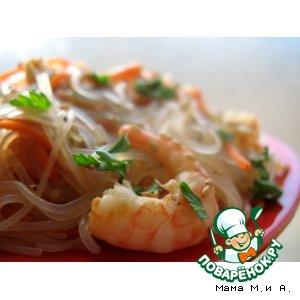 Рецепт: Салат из фунчозы с овощами и креветками
