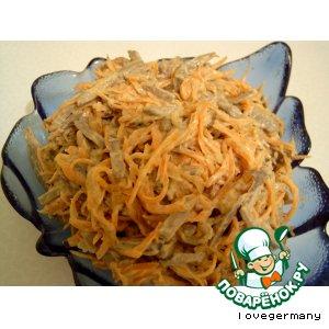 Рецепт: Салат с корейской морковкой и печенью