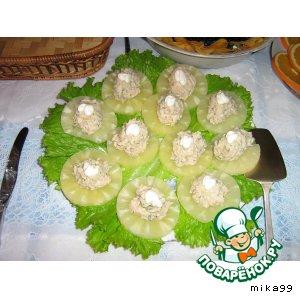 Рецепт: Рыбный салат с ананасом