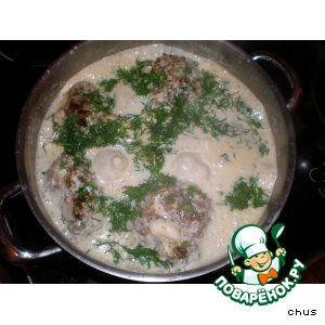 Рецепт: Котлеты под сырным соусом