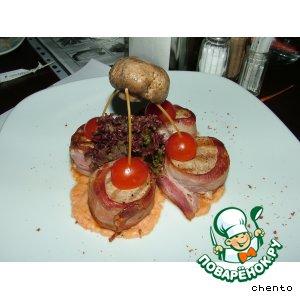 Рецепт: Свиная вырезка в беконе