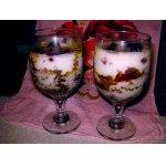 Пряничный десерт с клубникой
