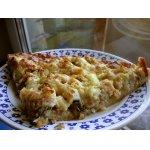 Пицца с яблоками и копченой рыбой