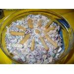 Салат из фасоли, шампиньонов и сухариков