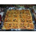 Пикантная пицца с фетой и сырокопченой колбасой
