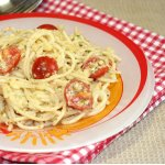 Спагетти с миндалем и помидорами черри