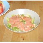 Салат из авокадо с креветками и розовым соусом