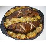 Линь, запеченный в духовке с картофелем