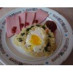 Яйца, запеченные в картофельном пюре