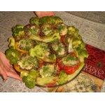 Фаршированные овощи с гарниром из брокколи