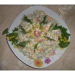 Салат пикантный с копченой рыбой